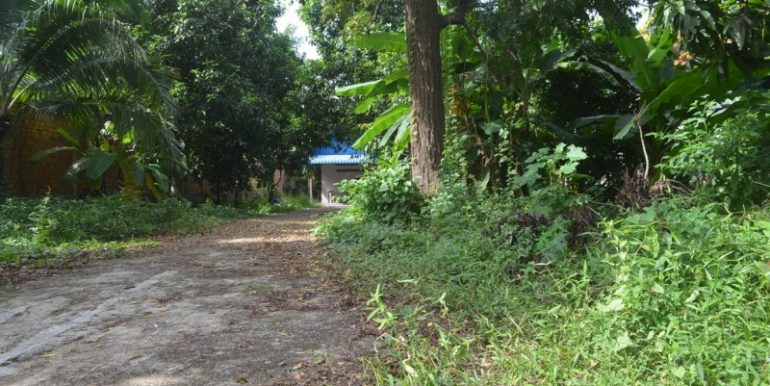 Land with house for sale in Veal Sbov (2)