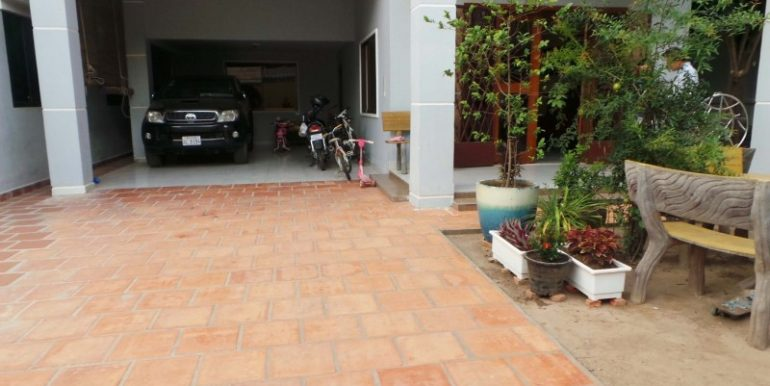 Villa 6 rooms for rent at BKK3 (1)