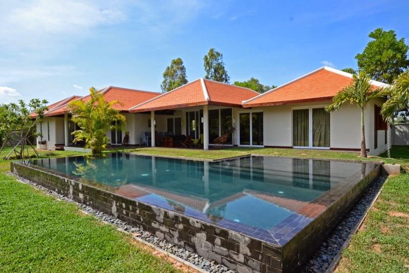 Luxury beautiful villa in Siem Reap for sale
