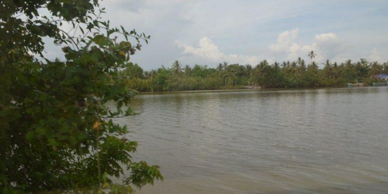 land near lake for sale in Kampot (1)