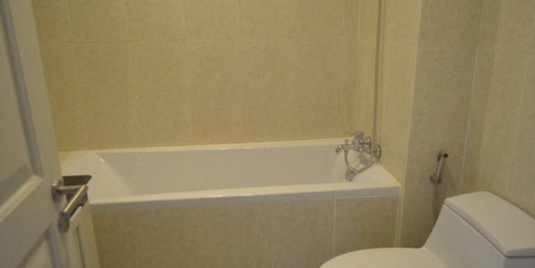 2-bedrooms-Apartment-for-rent-in-Boengkak-II-Bathroom)