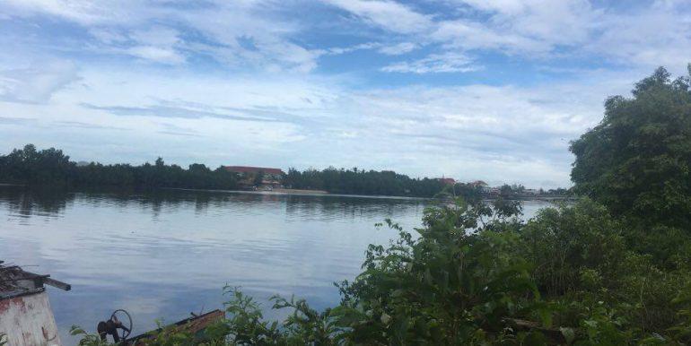 Land along Kompot River sale (1)