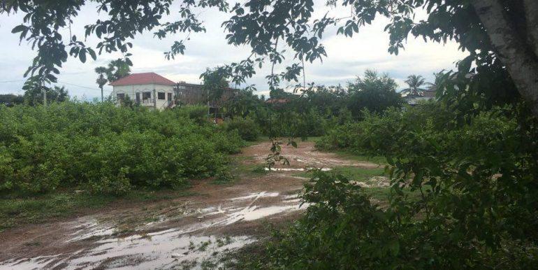 Land along Kompot River sale (2)