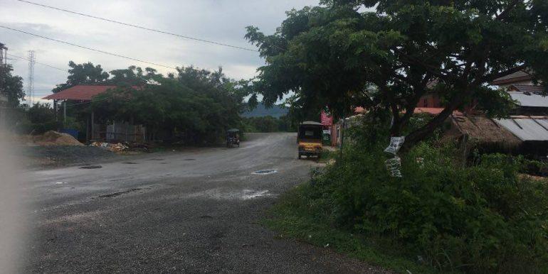 Land along Kompot River sale (3)