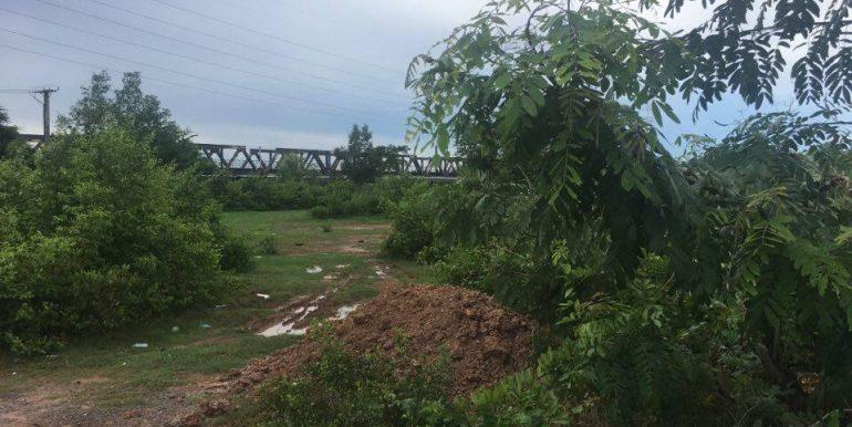 Land along Kompot River sale (4)