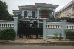4 bedrooms villa for rent in Chamkamon (1)