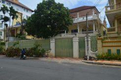 Big villa for rent in Toul Kork (1)