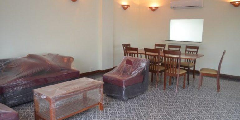 3 Bedrooms Service Apartment For Rent In Tonlebasak (2)
