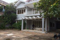 9 Bedrooms Villa for Rent In Daun Penh (7)