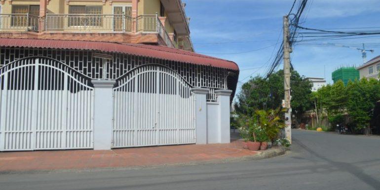 Corner house for rent in Toul kork (3)