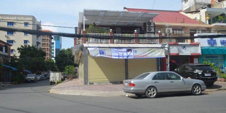 Corner house for sale in Daun Penh (1)