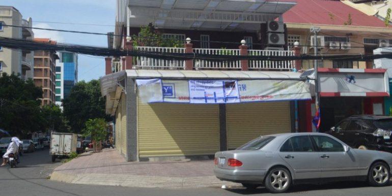 Corner house for sale in Daun Penh (2)