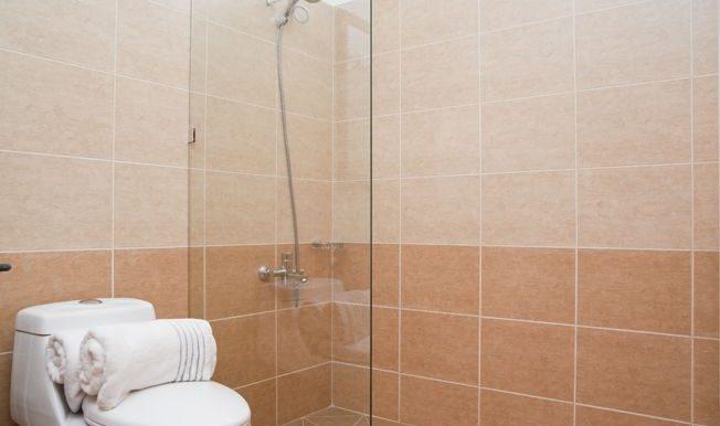 Top Floor 2 Bedrooms Apartment - Bathroom 1