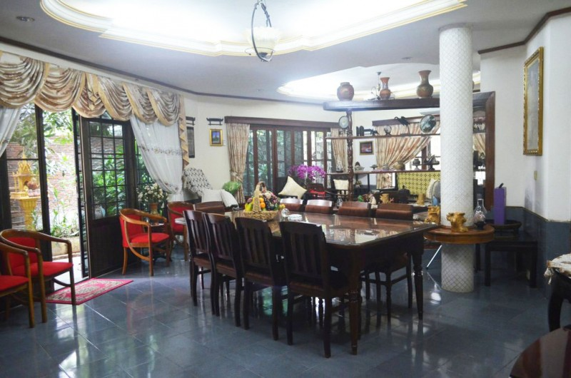 Nice Villa with 4 Bedrooms For Rent In BKK3