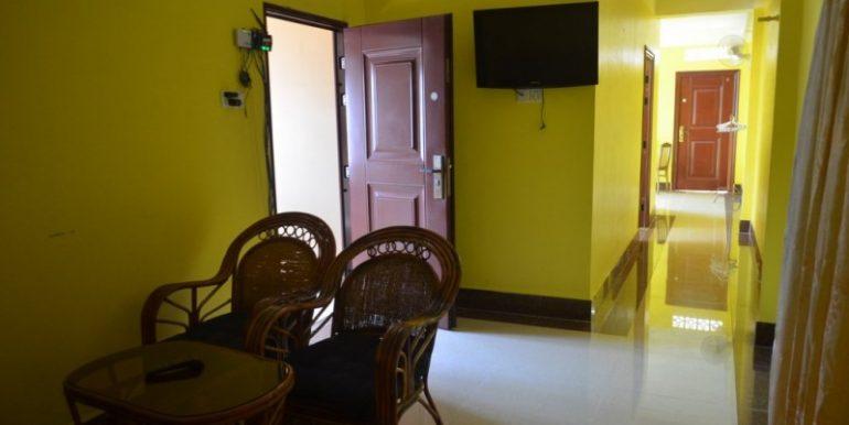 400$ 2Bedroom Apartment For Rent In Russian market (9)
