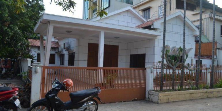 3Bedrooms Villa For Rent In BKK1 (1)