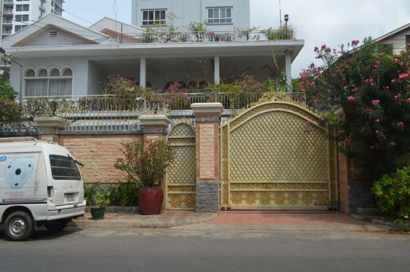 10 Rooms Villa For Rent In BKK3