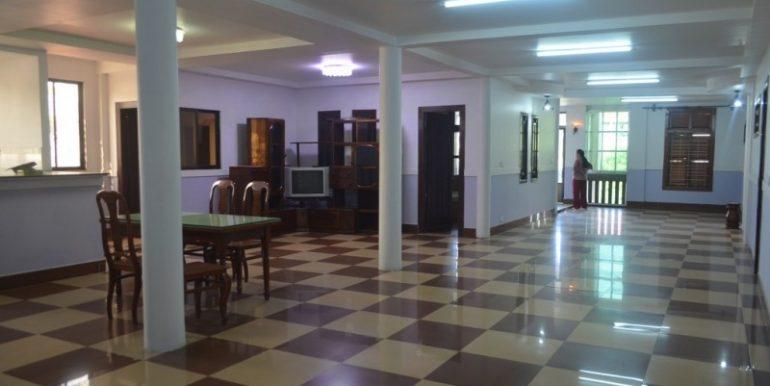 4 Bedrooms Apartment For Rent In Daun Penh (10)