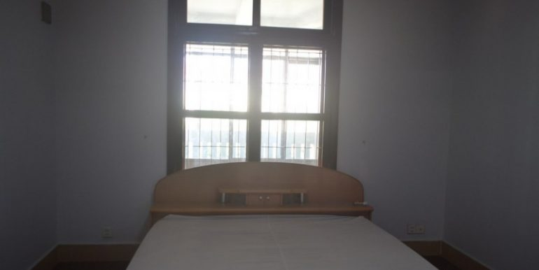 4 Bedrooms Apartment For Rent In Daun Penh (2)