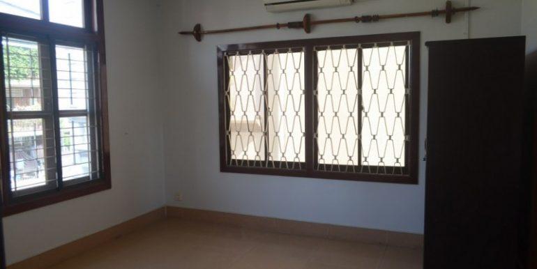 4 Bedrooms Apartment For Rent In Daun Penh (5)