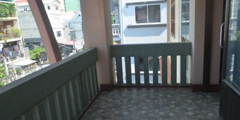 4 Bedrooms Apartment For Rent In Daun Penh (6)