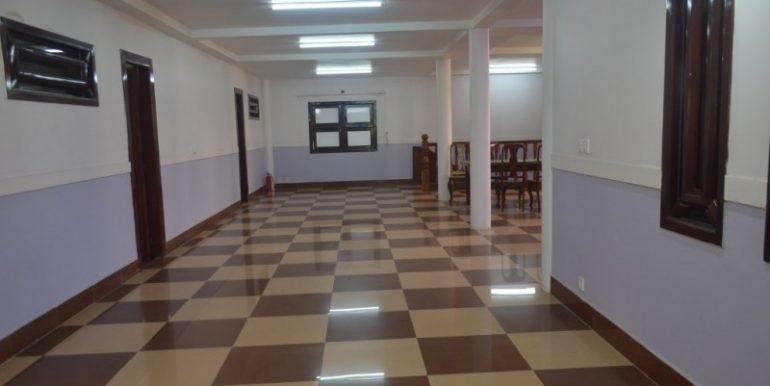 4 Bedrooms Apartment For Rent In Daun Penh (7)