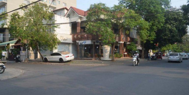 Corner Villa For Rent In BKK1 (1)