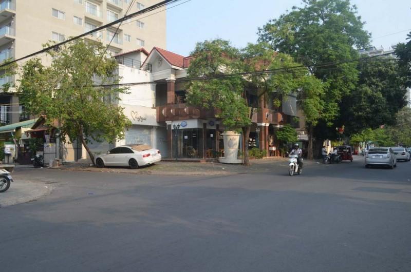 Corner Villa For Rent In BKK1