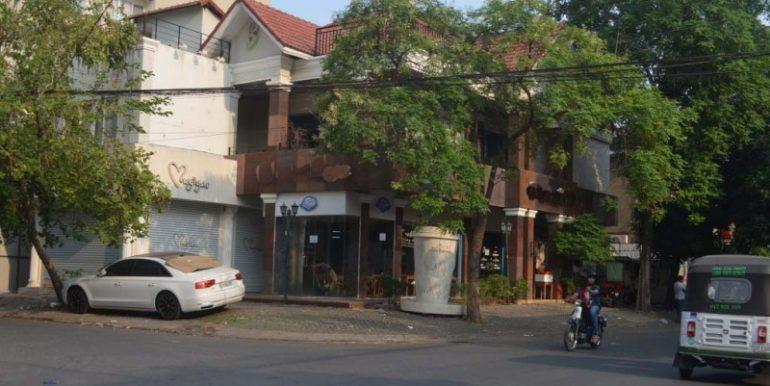 Corner Villa For Rent In BKK1 (2)