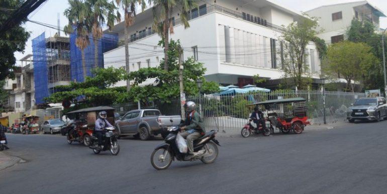 Ground floor Villa on the Corner For Rent In Daun Penh (1)
