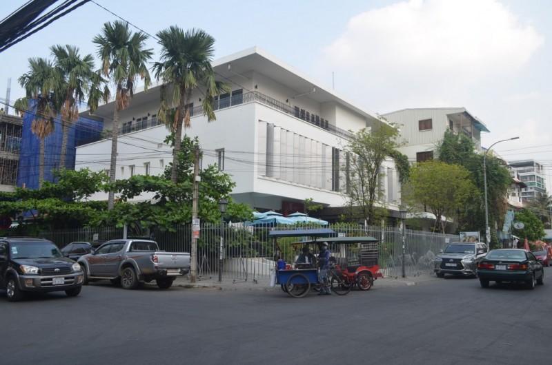 Ground floor Villa on the Corner For Rent In Daun Penh