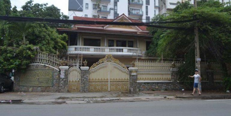 Corner Villa with 11Rooms For Rent In Bkk1 (2)