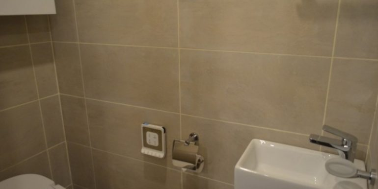 FULL SERVICE APARTMENT WITH ONE BEDROOM FOR RENT IN TOUL KORK (5)