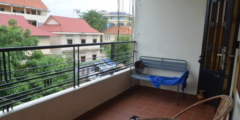 For rent is a unique three-bedroom apartment located in the heart of Phnom Penh near all city facilities (12)