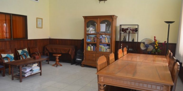 For rent is a unique three-bedroom apartment located in the heart of Phnom Penh near all city facilities (13)
