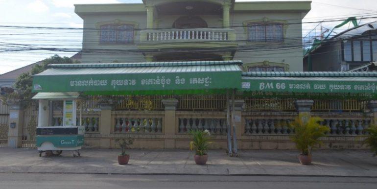 14 Rooms Villa For Rent In Boeung kak1 (1)