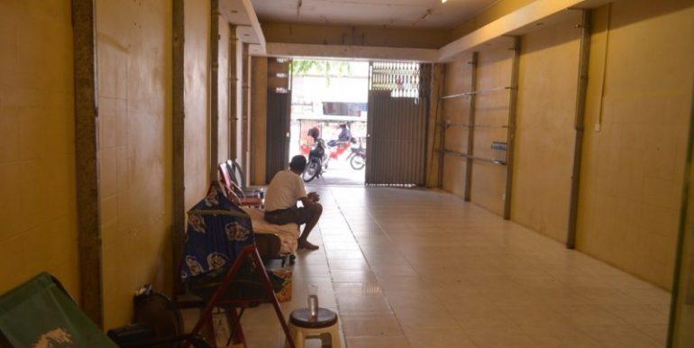 Shop House For Rent Near Ou russei Market (2)