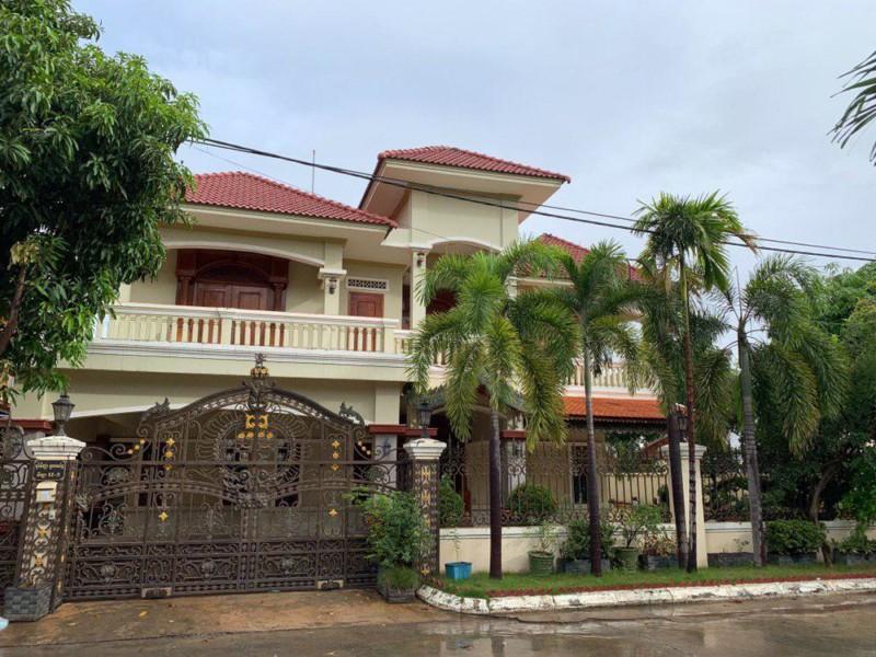 Nice Villa for Rent at Borey Toul Sangke